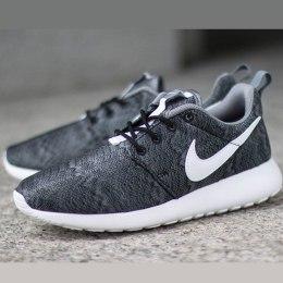 Vaikus. Nike kingad