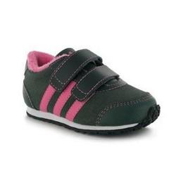 Tüdruk. Adidas kingad