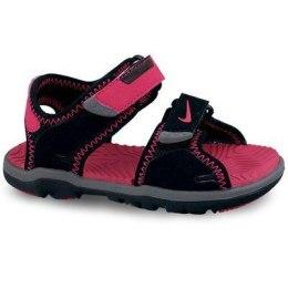 Tüdruk. Nike sandaalid